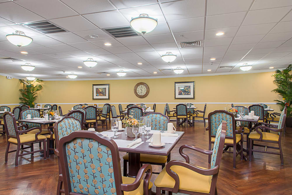 Spacious dining room at Grand Villa of Lakeland in Florida