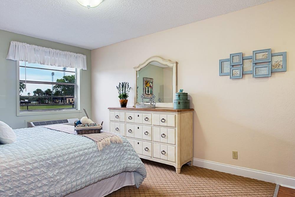 Cozy bedroom at Grand Villa of Lakeland in Florida