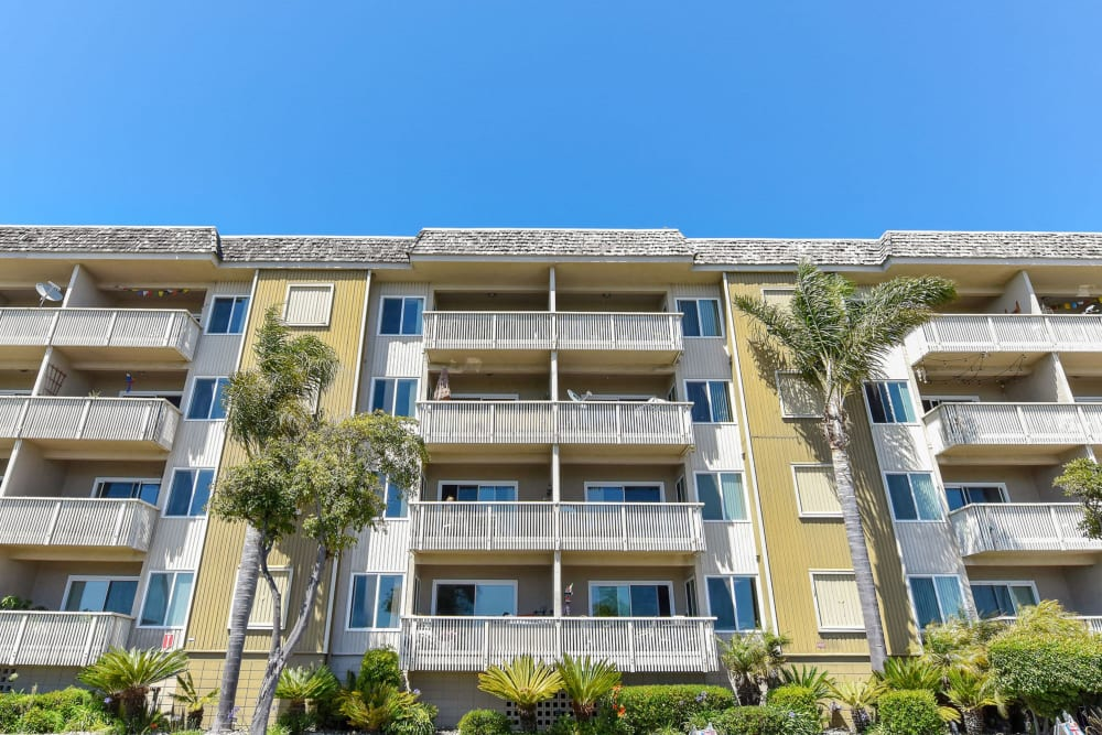 Ground view of the beach-style exterior of Tower Apartment Homes in Alameda, California