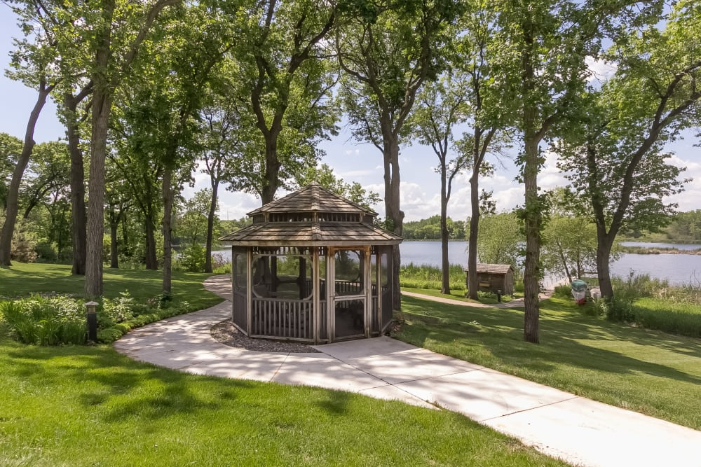 Resident gazebo at Applewood Pointe of New Brighton in New Brighton, Minnesota.