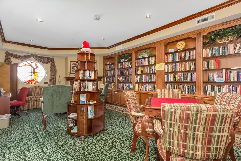 A Resident library at Applewood Pointe Woodbury in Woodbury, Minnesota.