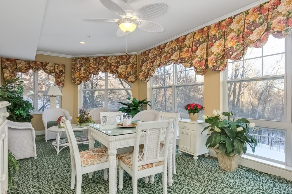 Dining area with large windows at Applewood Pointe Woodbury in Woodbury, Minnesota.