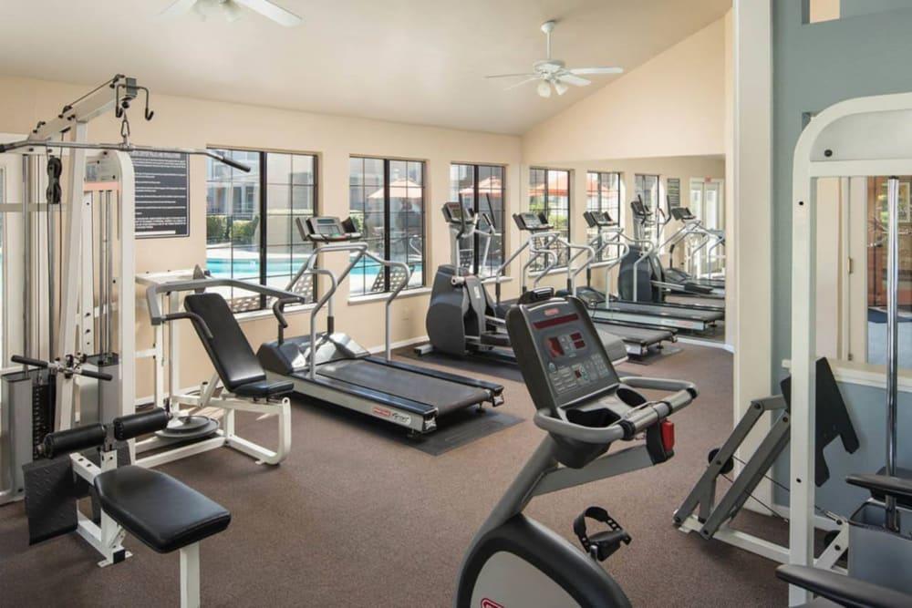 Fitness center with weights at Hidden Lake Condominium Rentals in Sacramento, California