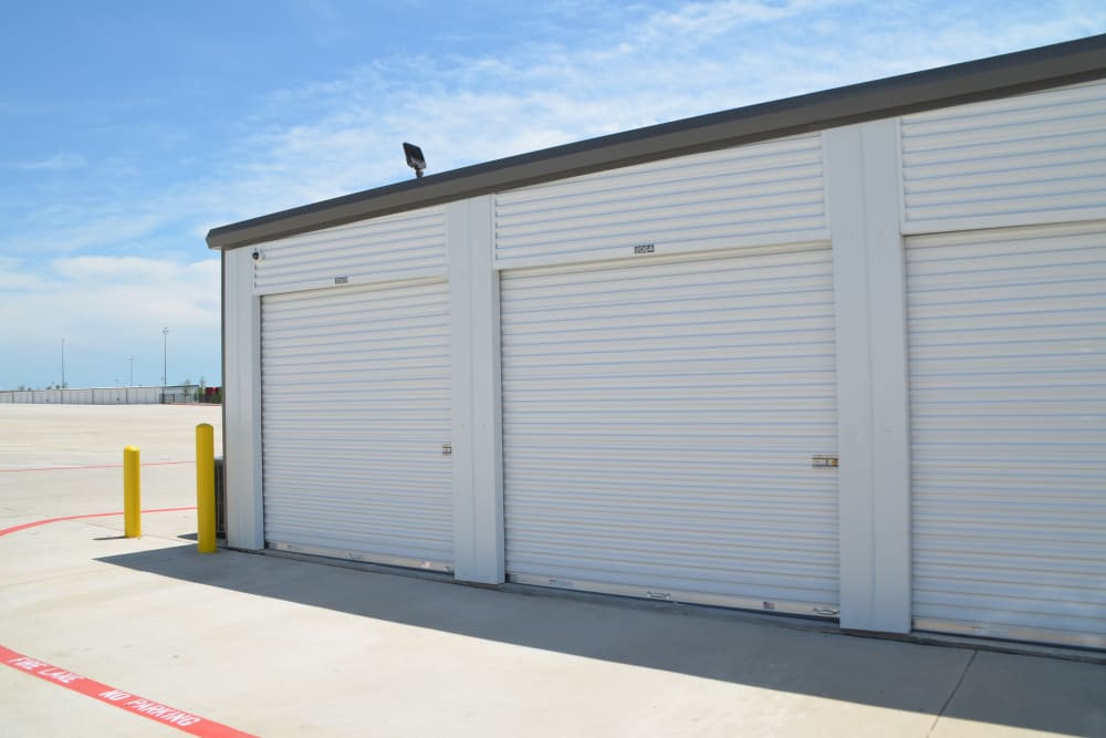 Drive up storage units in Dallas, Texas at Storage 365