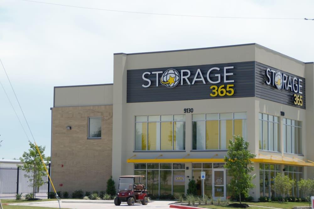 Storage facility building at Storage 365