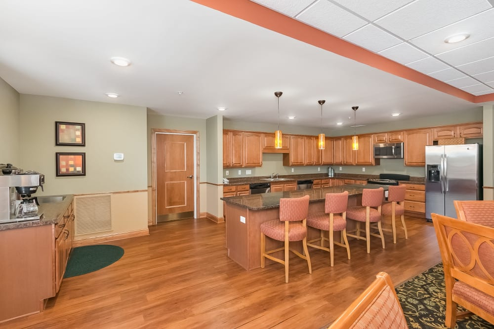 A Great room kitchen at Applewood Pointe Shoreview in Shoreview, Minnesota.