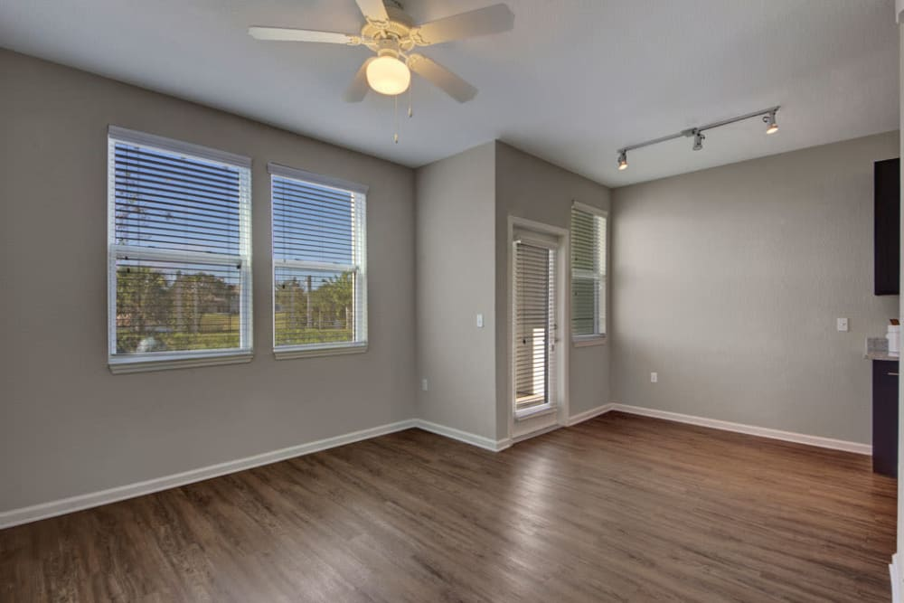 Wood flooring and a ceiling fan in an apartment living room at Linden on the GreeneWay in Orlando, Florida