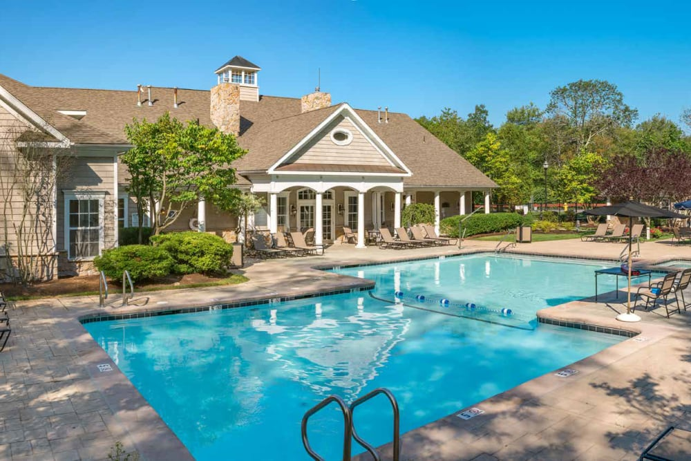 Luxurious swimming pool at Ellington Metro West in Westborough, Massachusetts