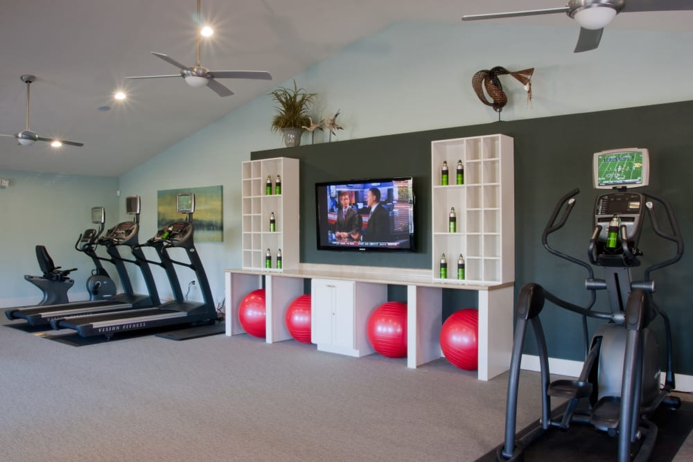 Well-equipped onsite fitness center at Abaco Key in Orlando, Florida