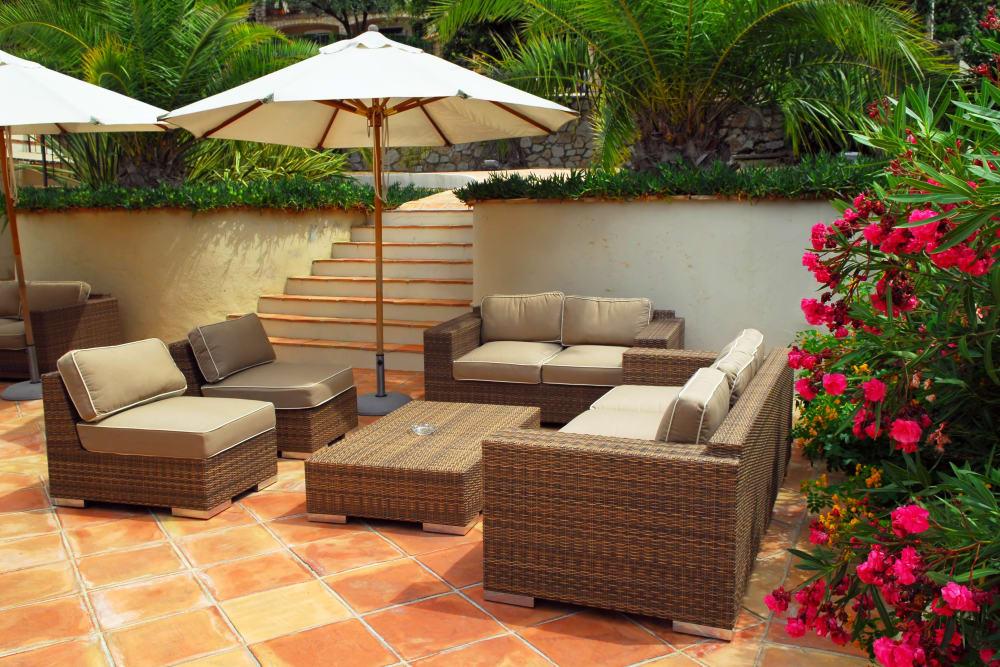 Outdoor lounge area at El Potrero Apartments in Bakersfield, California