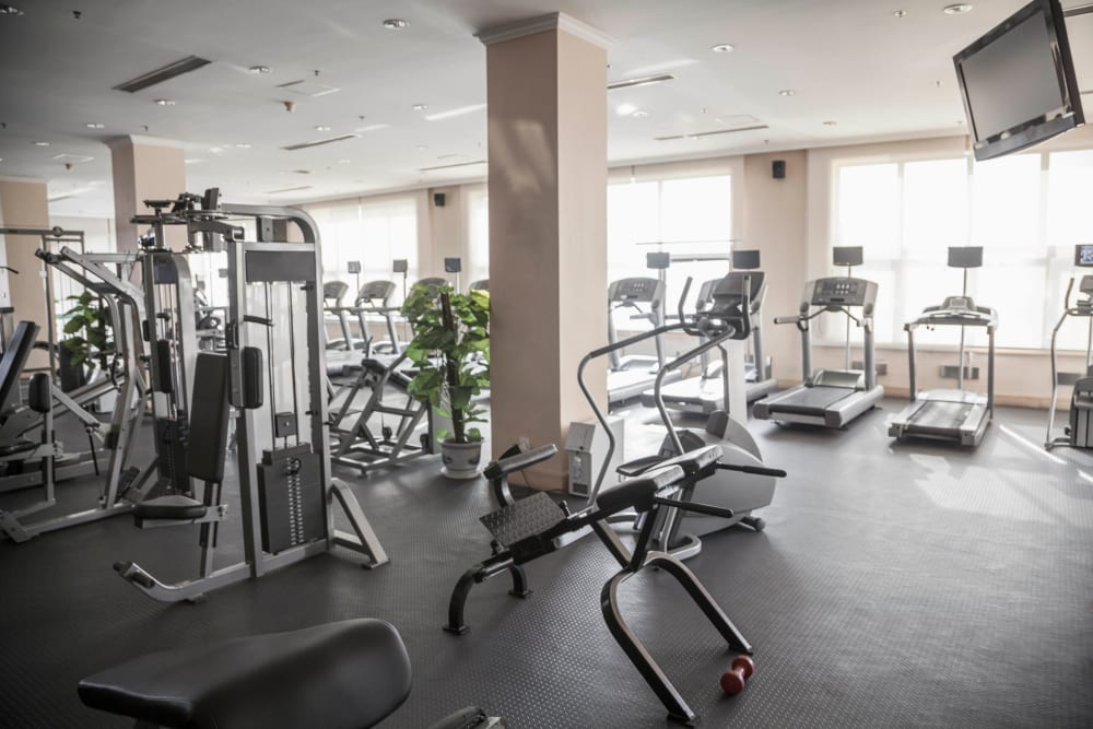 Well-equipped onsite fitness center at Highland View Court in Bakersfield, California