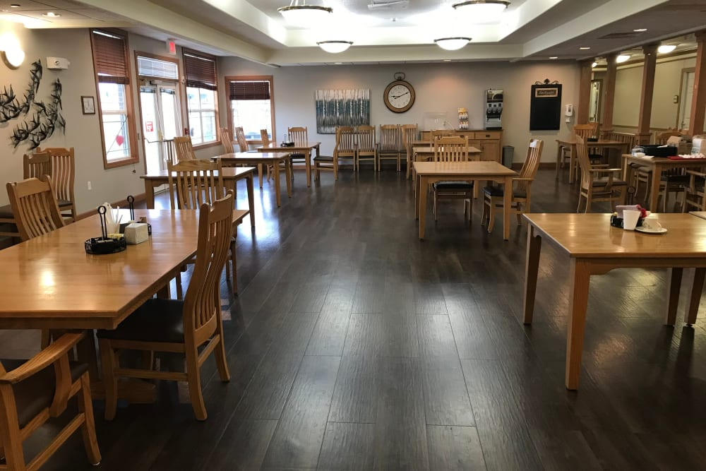Spacious resident dining room at Prairie Hills Senior Living in Des Moines, Iowa.