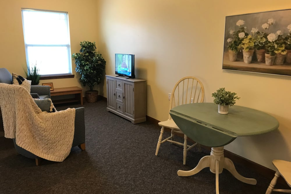 Comfortable living room at Prairie Hills Senior Living in Des Moines, Iowa.