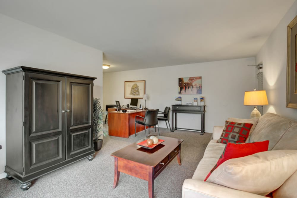 Living room at Middlebrooke Apartments & Townhomes in Westminster, Maryland