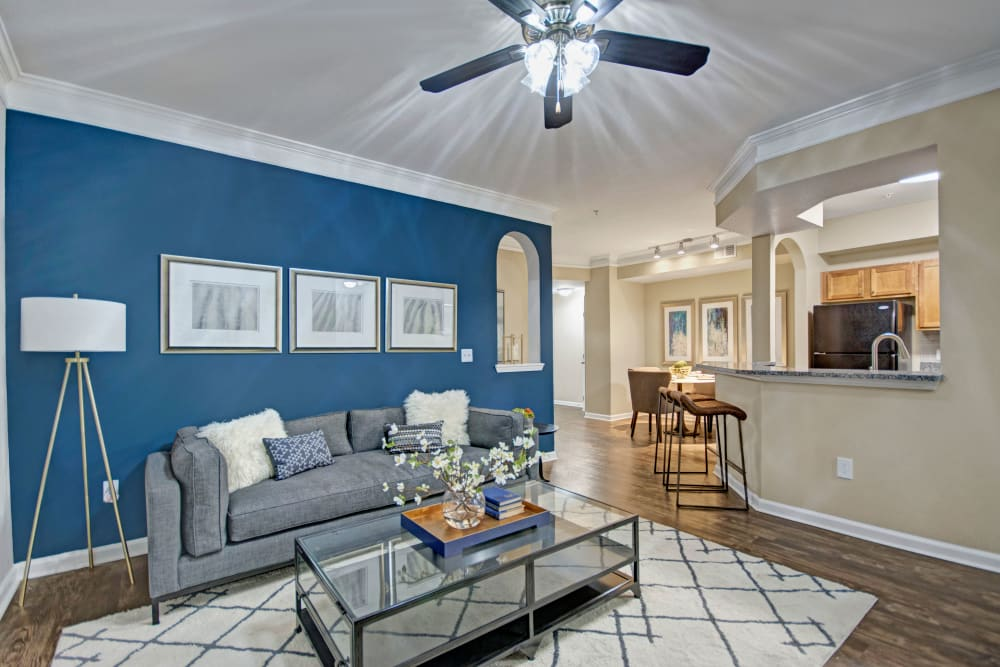 Spacious living room with a ceiling fan at Vista 121 Apartment Homes in Lewisville, Texas