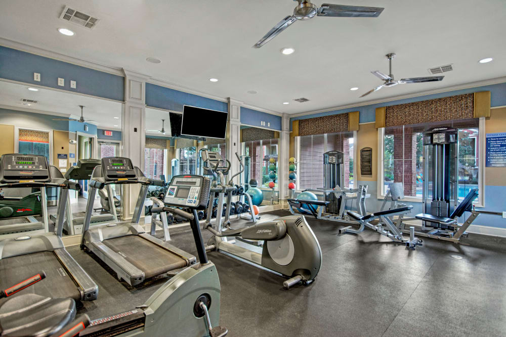Fully equipped fitness center at Vista 121 Apartment Homes in Lewisville, Texas