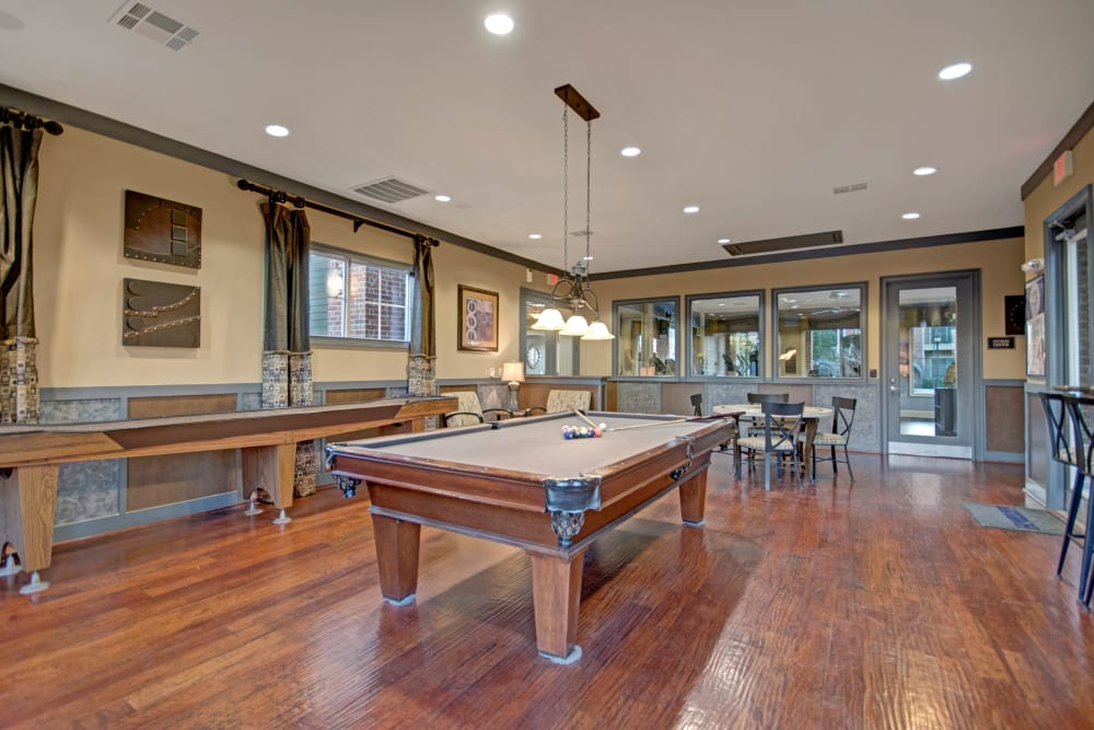 Clubhouse game room at Vista 121 Apartment Homes in Lewisville, Texas
