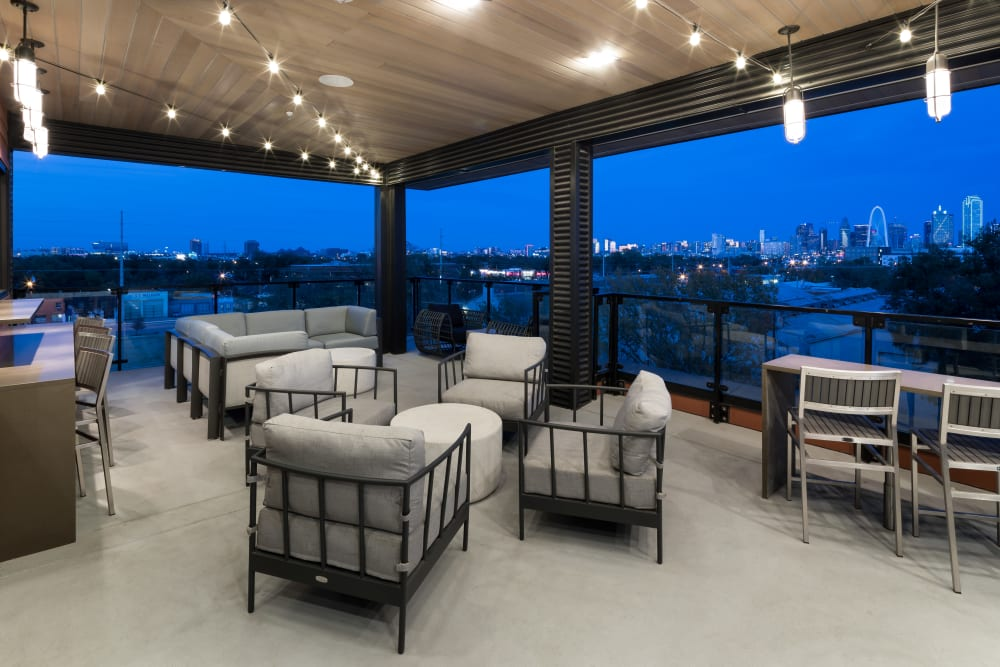 Alta Trinity Green in Dallas, Texas offers a skydeck