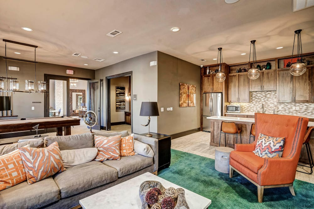 Luxurious clubhouse lounge at Sundance Creek in Midland, Texas