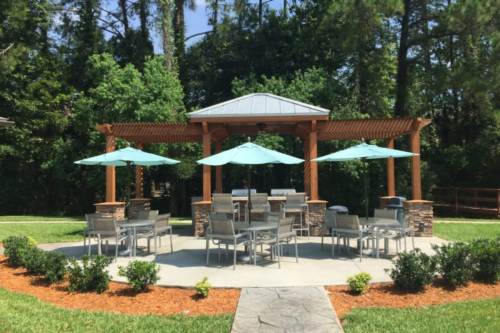 Beautifully designed barbecue area at Wimberly at Deerwood in Jacksonville, Florida