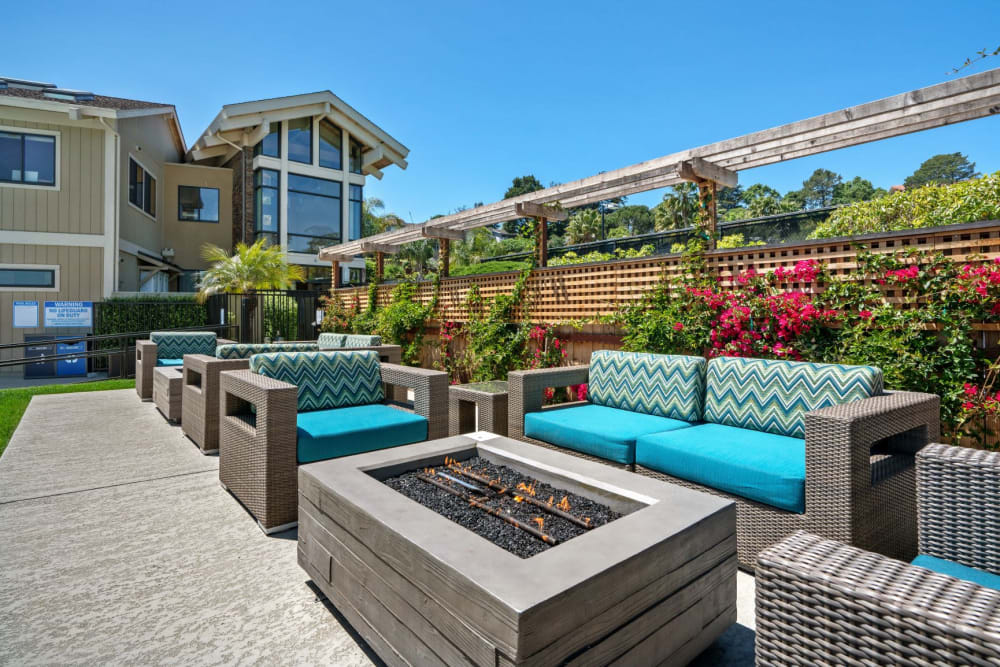 Outdoor Lounge w/ Firepit