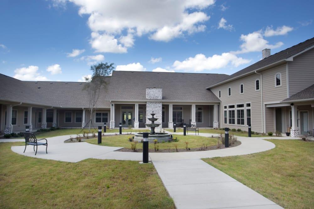 The outdoor courtyard at The Claiborne at Thibodaux in Thibodaux, Louisiana
