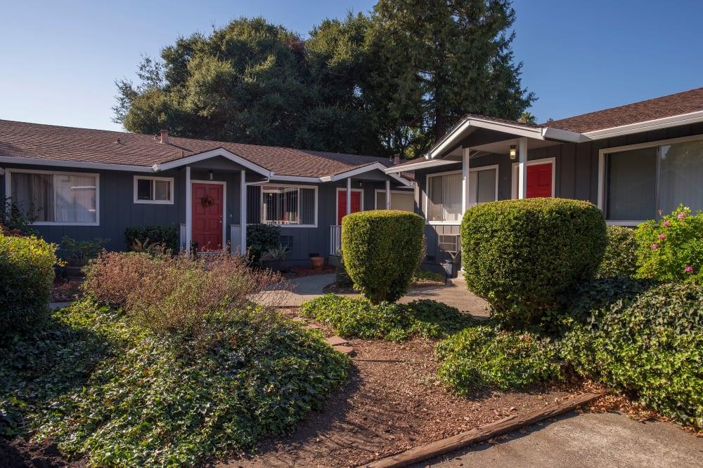 Beautiful landscaping at Spring Lake Apartment Homes in Santa Rosa, California