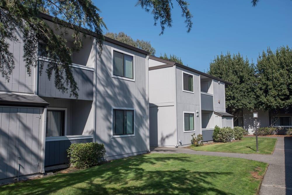 Green walkways at Park Ridge Apartment Homes in Rohnert Park, California