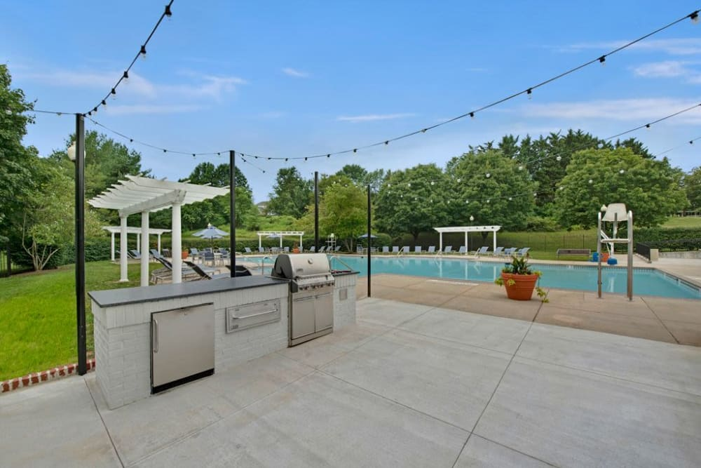 Outdoor grilling area at Ridgeview at Wakefield Valley in Westminster, Maryland