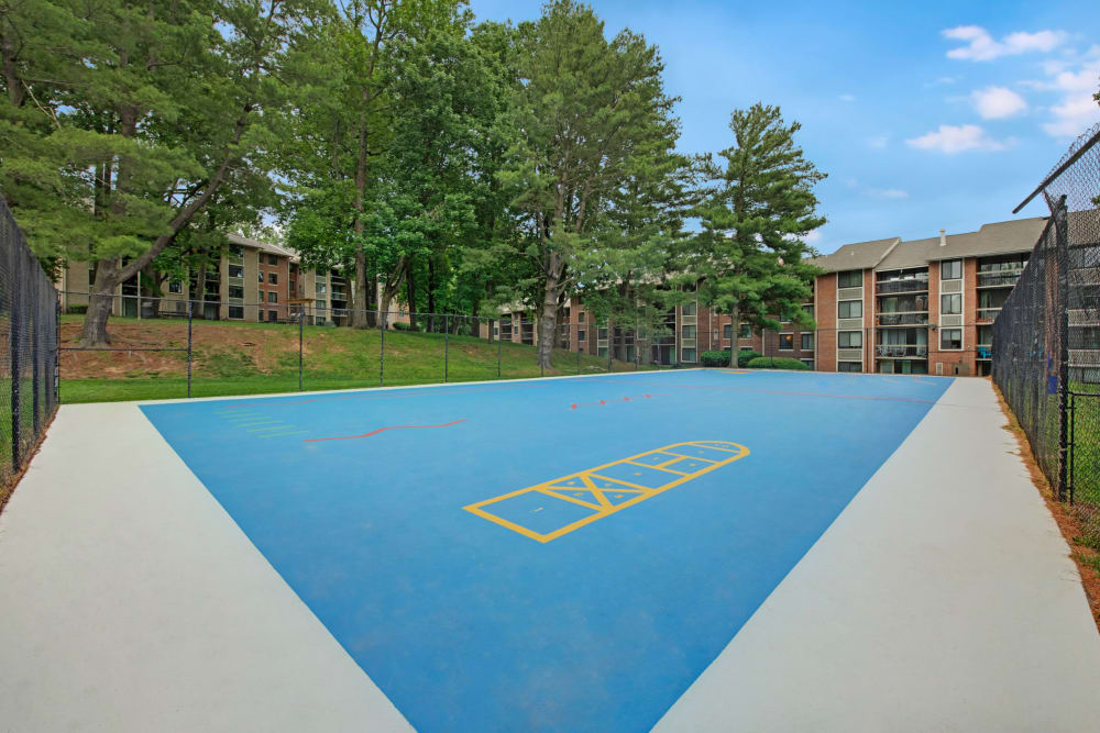 Tennis court at West Springfield Terrace in Springfield, Virginia
