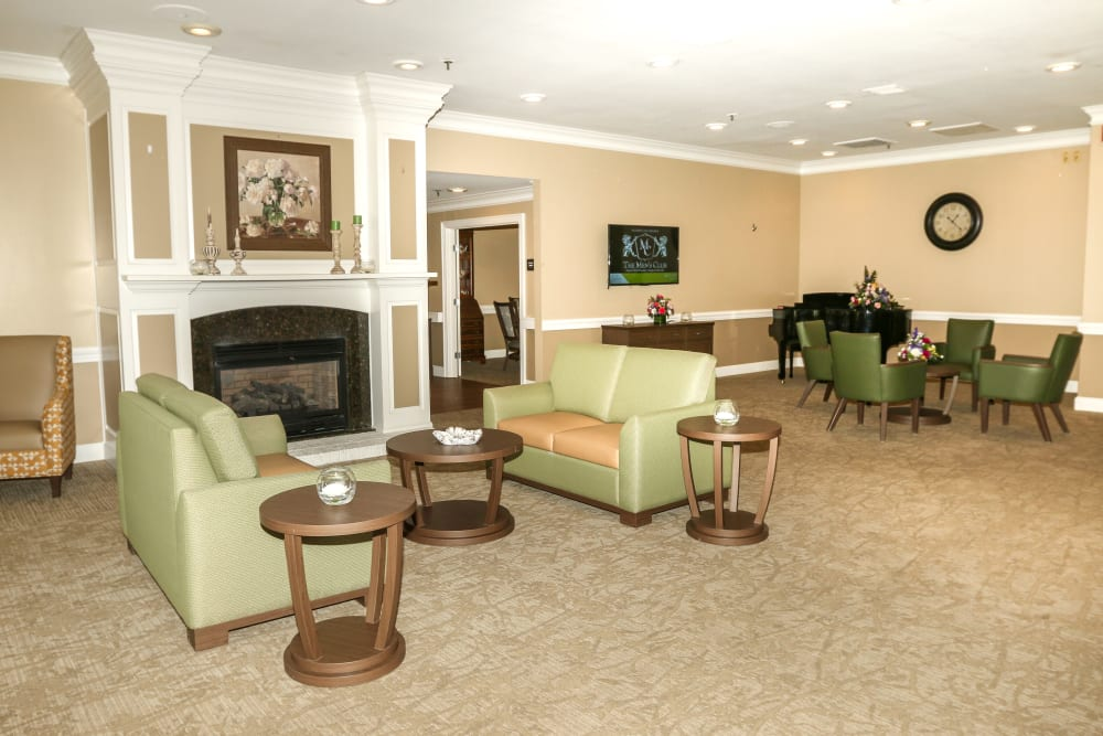 A lounge area at Courtyards at Berne Village in New Bern, North Carolina