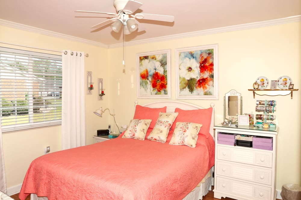 An apartment bedroom at Courtyards at Berne Village in New Bern, North Carolina