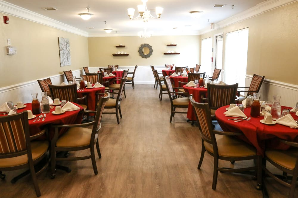 Resident dining area at Courtyards at Berne Village in New Bern, North Carolina