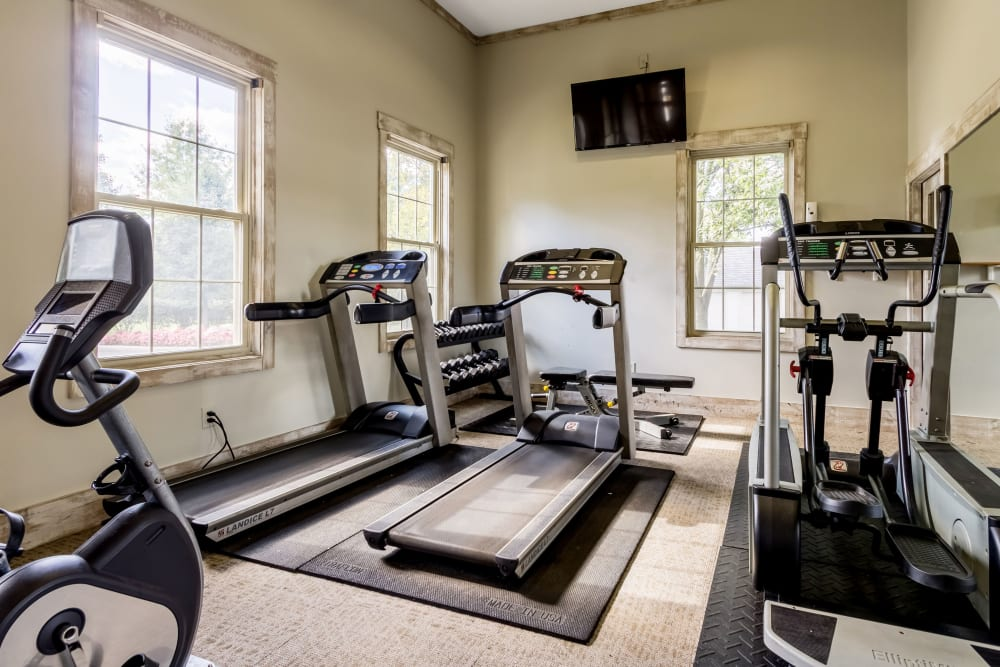 Fully equipped fitness center at Sycamore Ridge in Dublin, Ohio