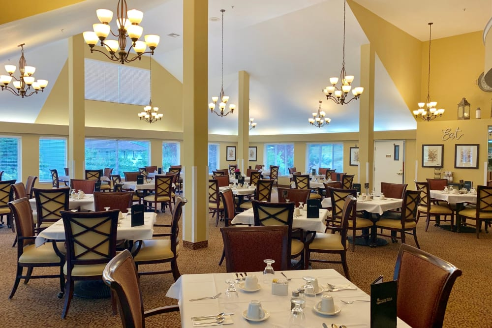 Large dining room at Maple Ridge Senior Living in Ashland, Oregon