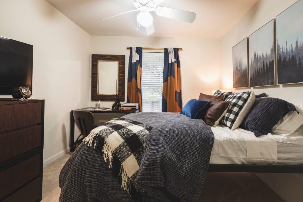 Master bedroom at Sunchase at James Madison in Harrisonburg, Virginia