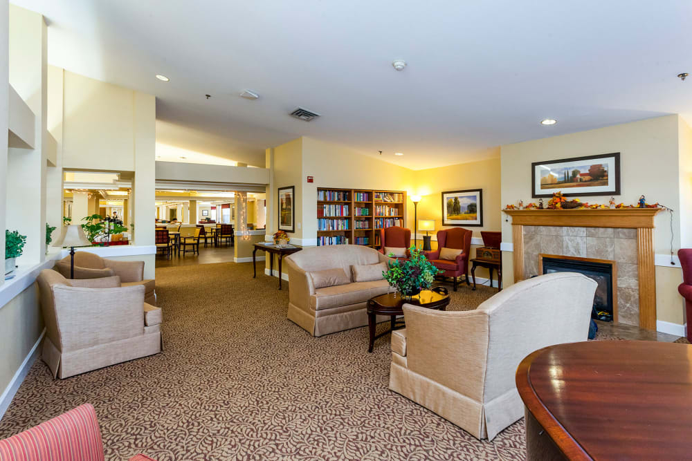 Comfortable community living room at Lassen House Senior Living in Red Bluff, California