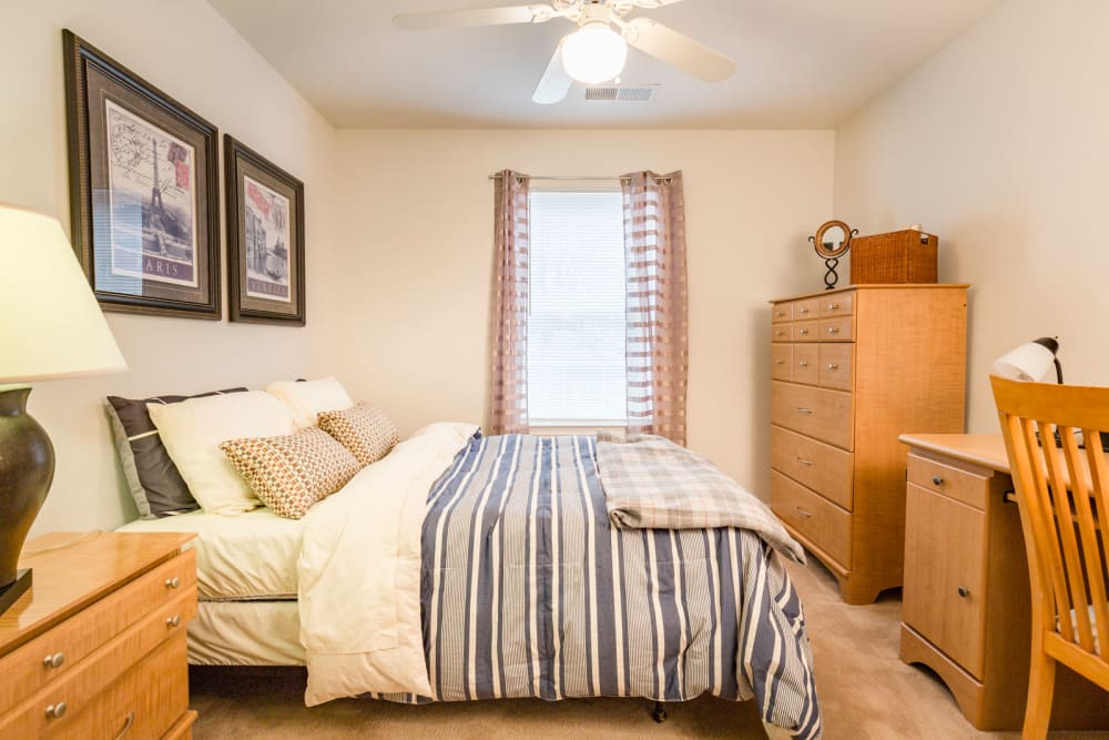 Bedroom with desk space at Sunchase at Longwood in Farmville, Virginia