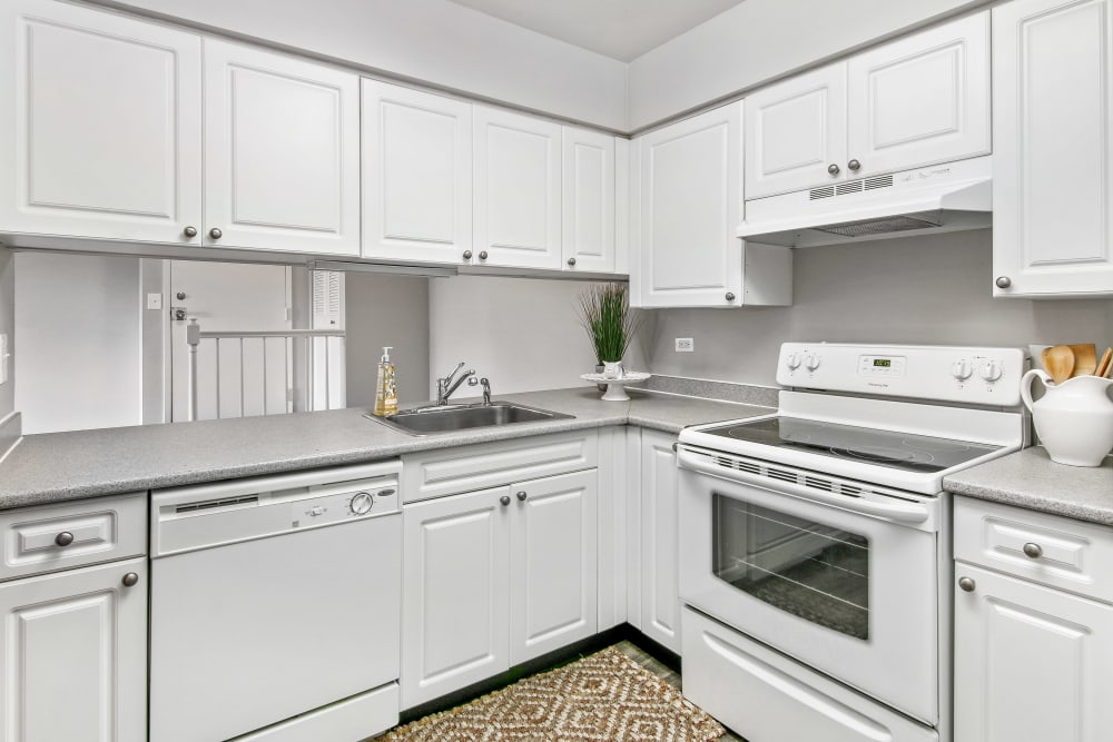 Lakeside Apartments in Wheaton, Illinois offers a kitchen