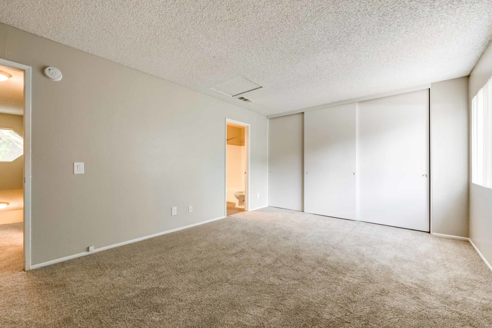 Master bedroom at Sienna Heights Apartment Homes
