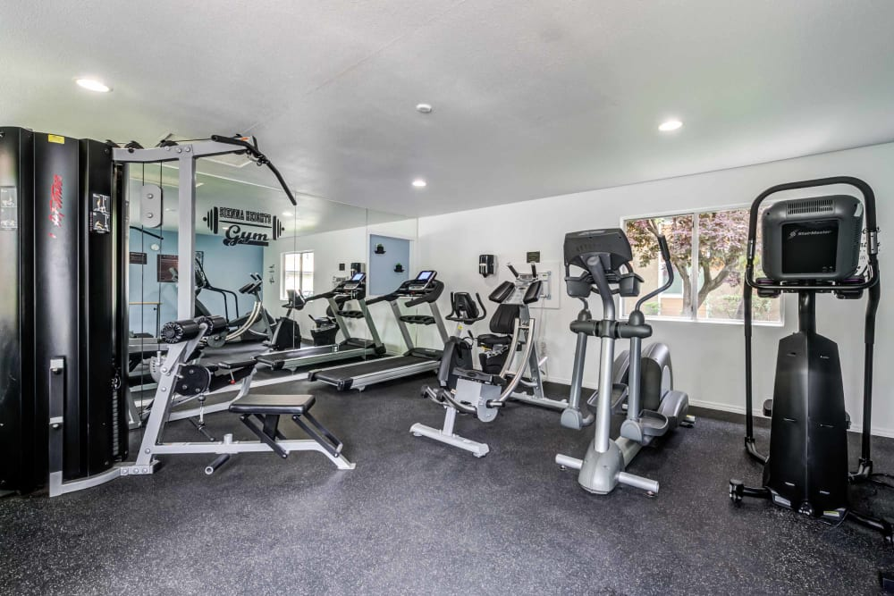 Fitness center at Sienna Heights Apartment Homes