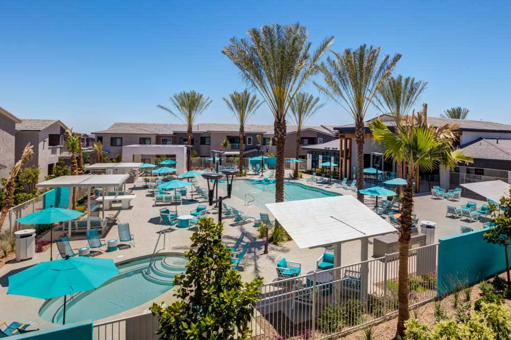 SUR702 offers a Swimming Pool, Hot Tub & Outdoor Lounge in Las Vegas, Nevada