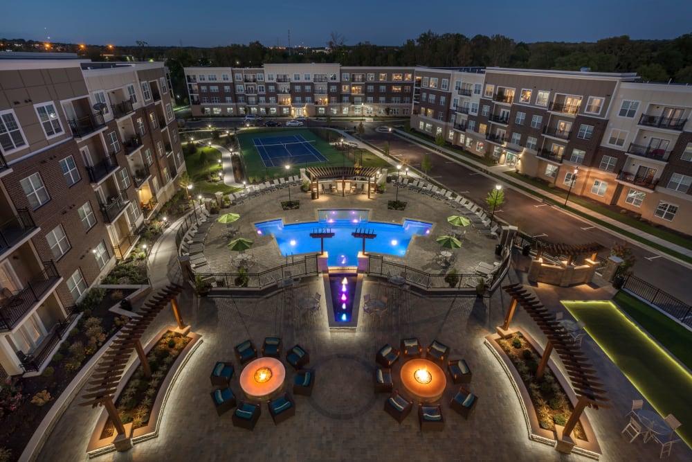 Rialto Hurstbourne offers a beautiful exterior in Louisville, Kentucky