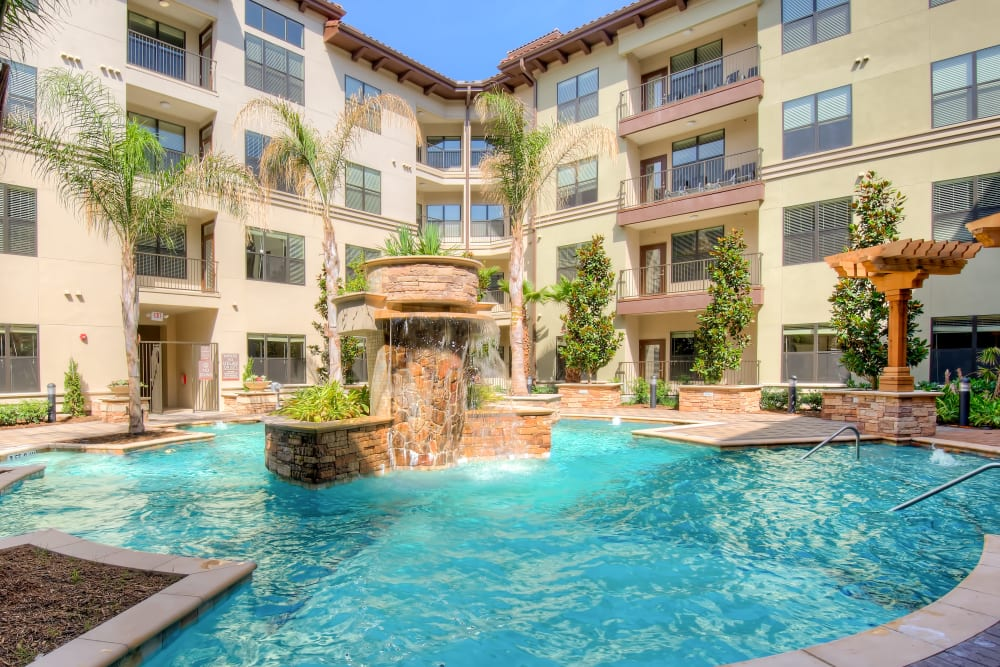 Resort-style fountain and pool at Broadstone Toscano in Houston, Texas