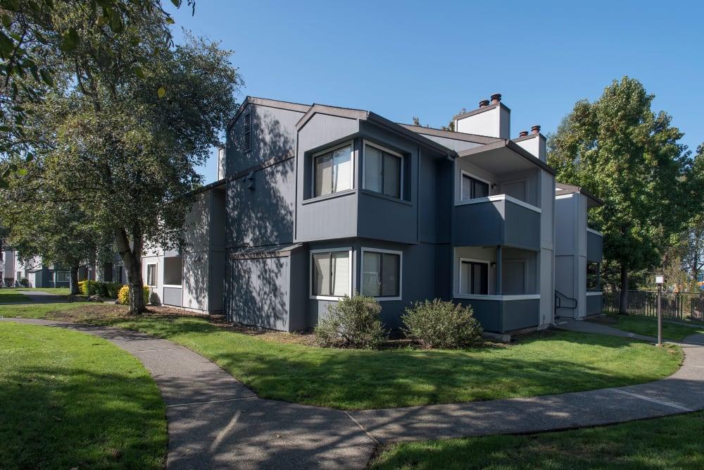 Exterior of the apartment complex at Park Ridge Apartment Homes in Rohnert Park, California