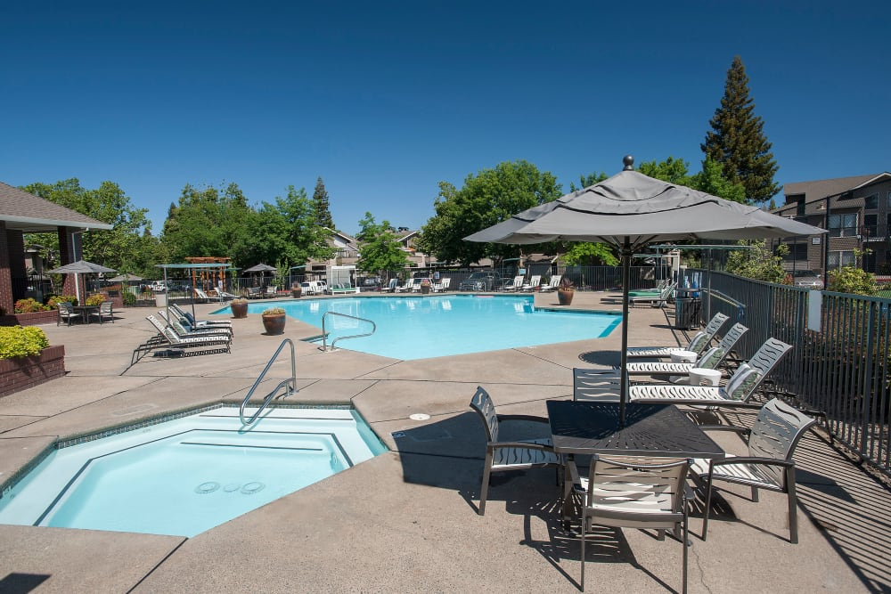 The pool, spa and outdoor covered seating at Deer Valley Apartment Homes in Roseville, California
