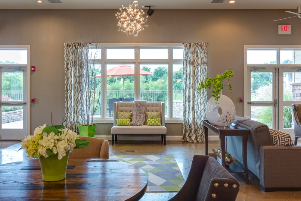 Luxury apartments with hardwood floors in Lee's Summit, Missouri