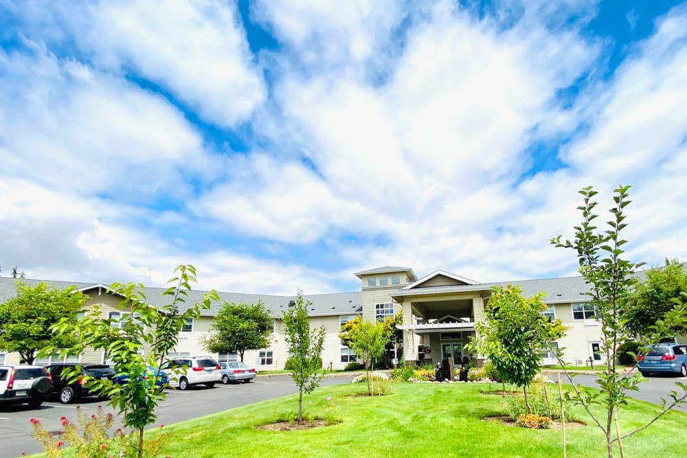 Sunny lawn and exterior view of Evergreen Senior Living in Eugene, Oregon