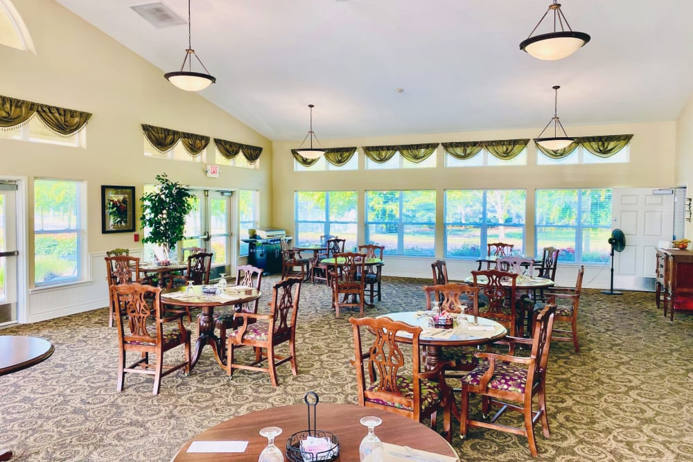 Dining hall at Evergreen Senior Living in Eugene, Oregon