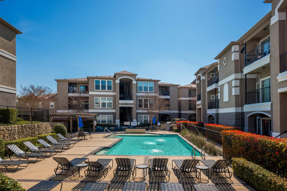 Resort-style swimming pool area at Vail Quarters in Dallas, Texas
